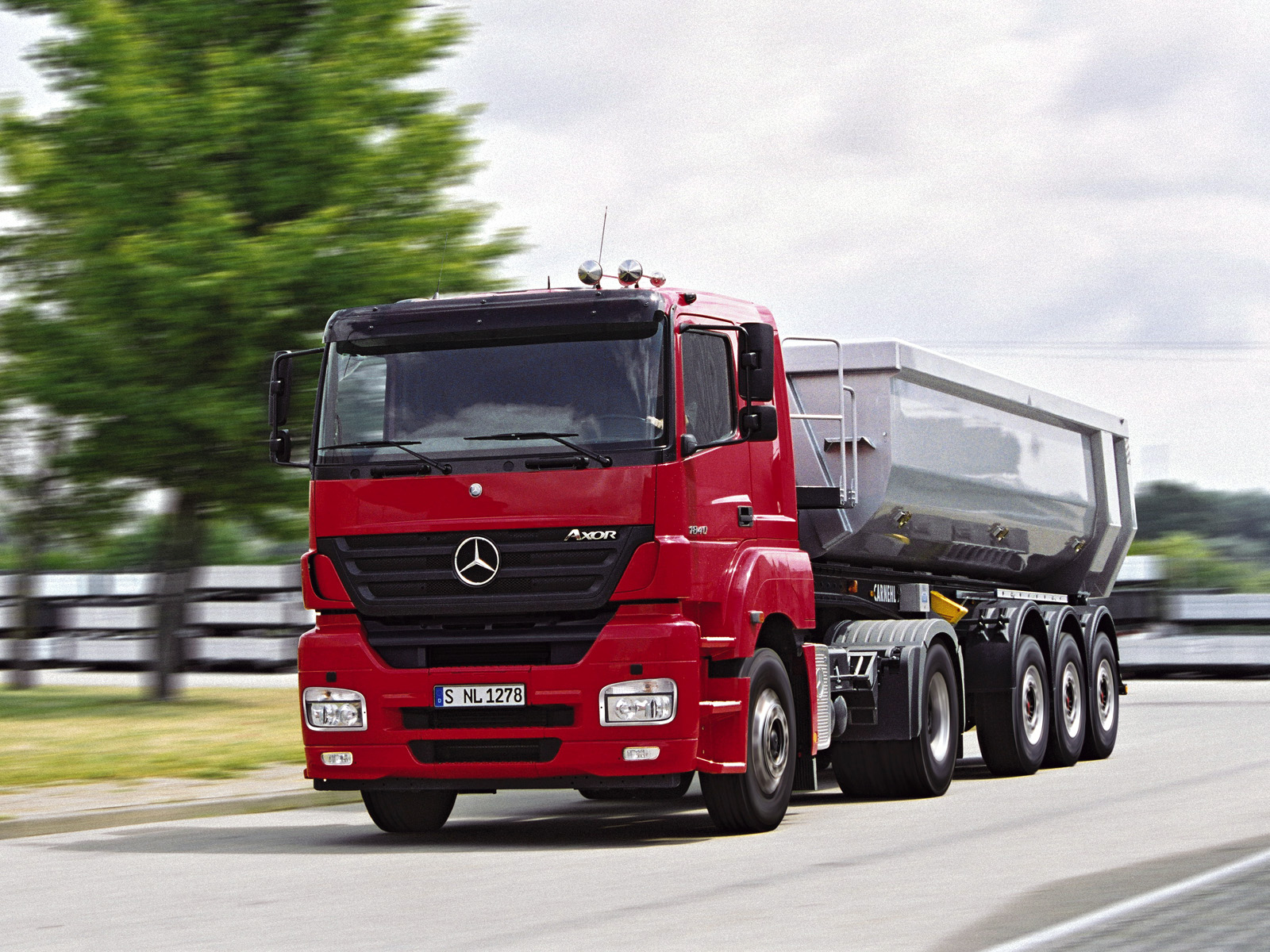 Mercedes-benz axor photo - 10