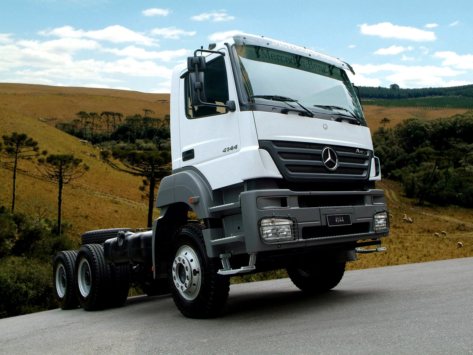 Mercedes-benz axor photo - 5