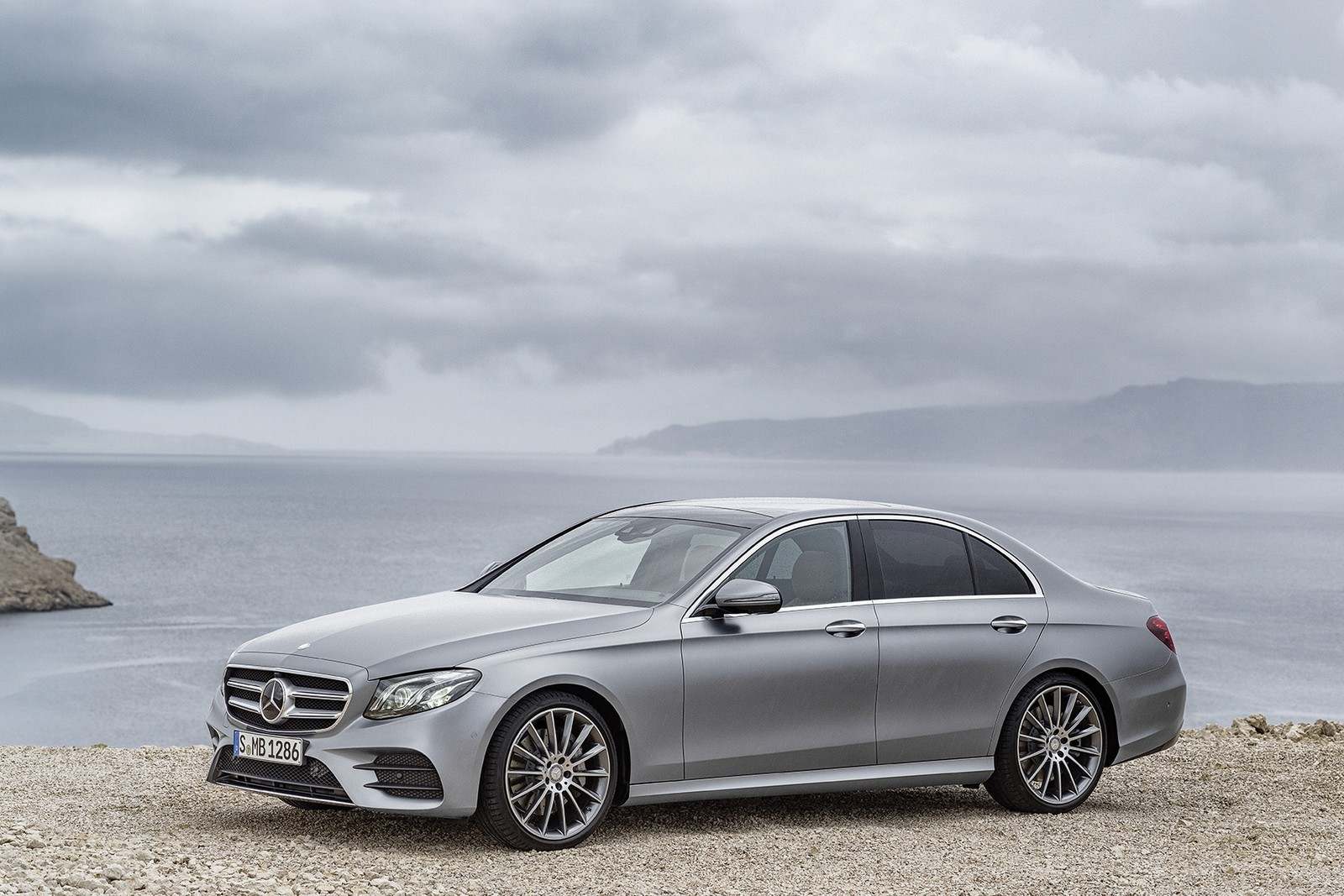 Mercedes-benz e-class photo - 2