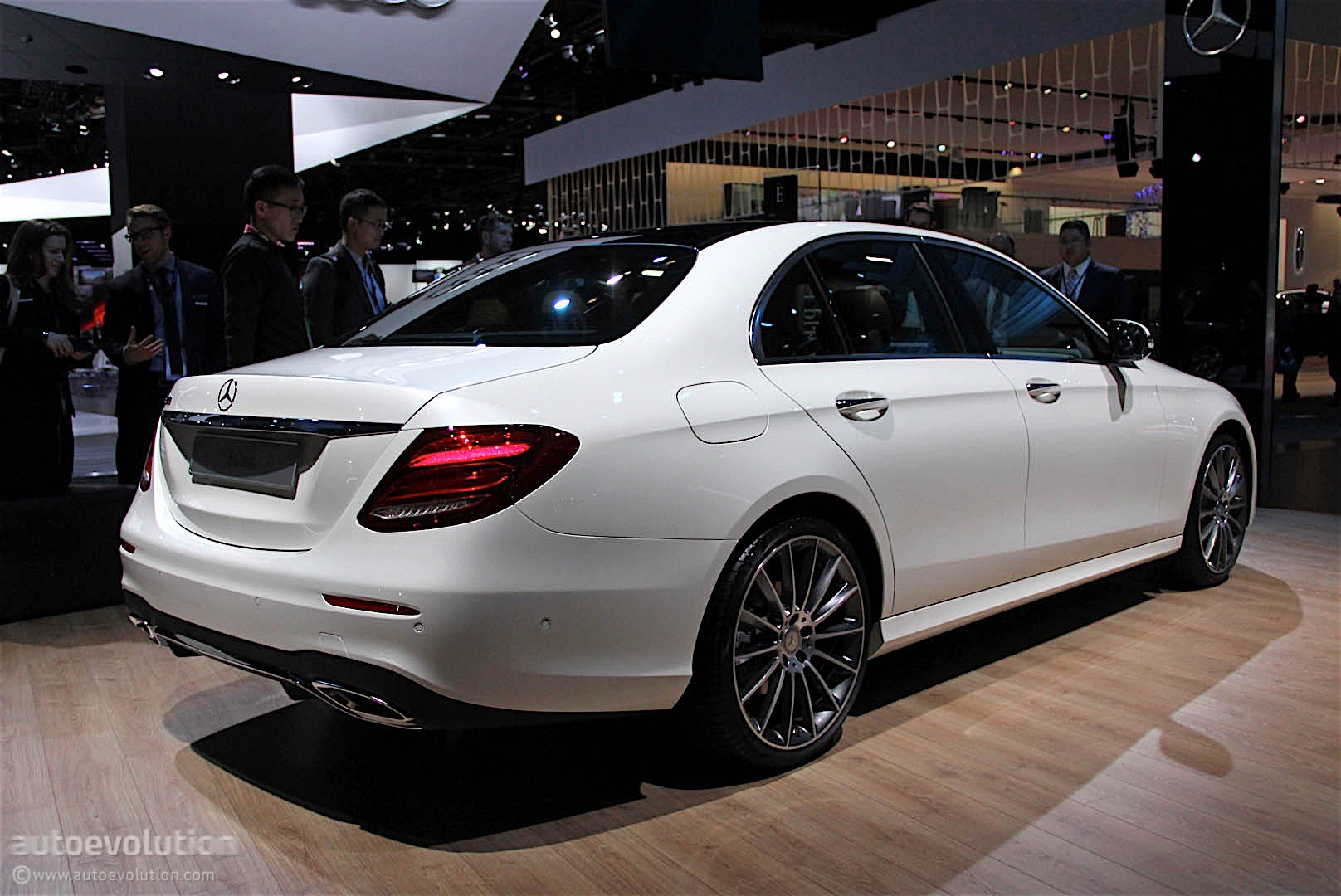 Mercedes-benz e-class photo - 3