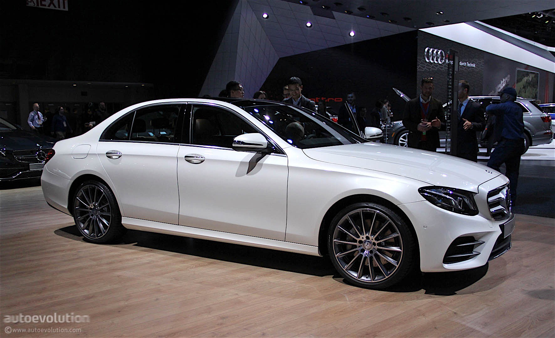 Mercedes-benz e-class photo - 9