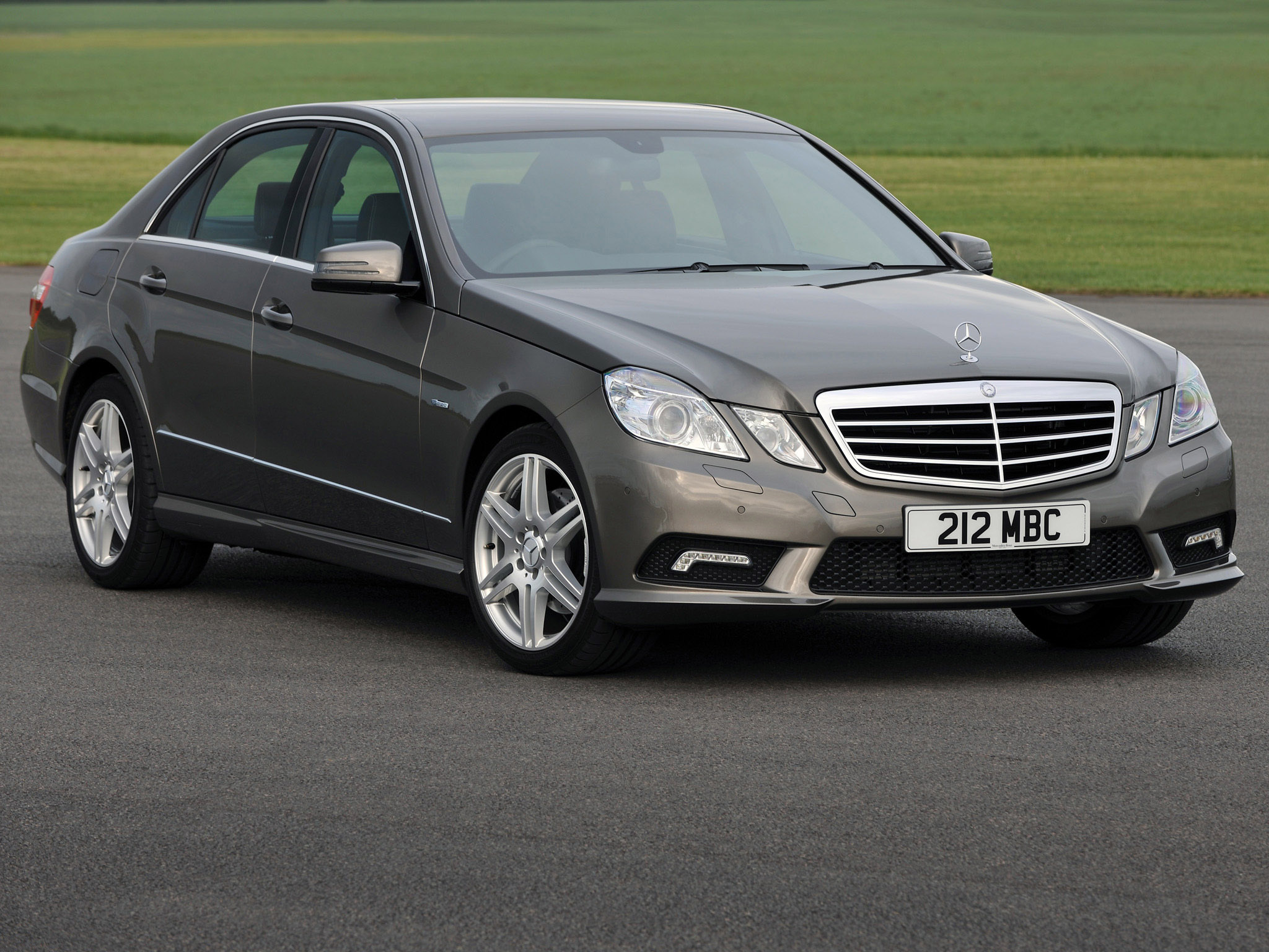 Mercedes-benz e220 photo - 7