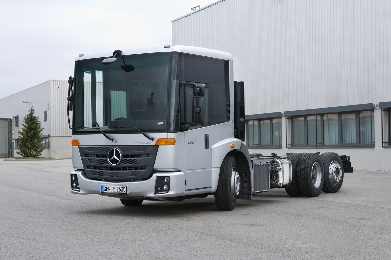 Mercedes-benz econic photo - 3