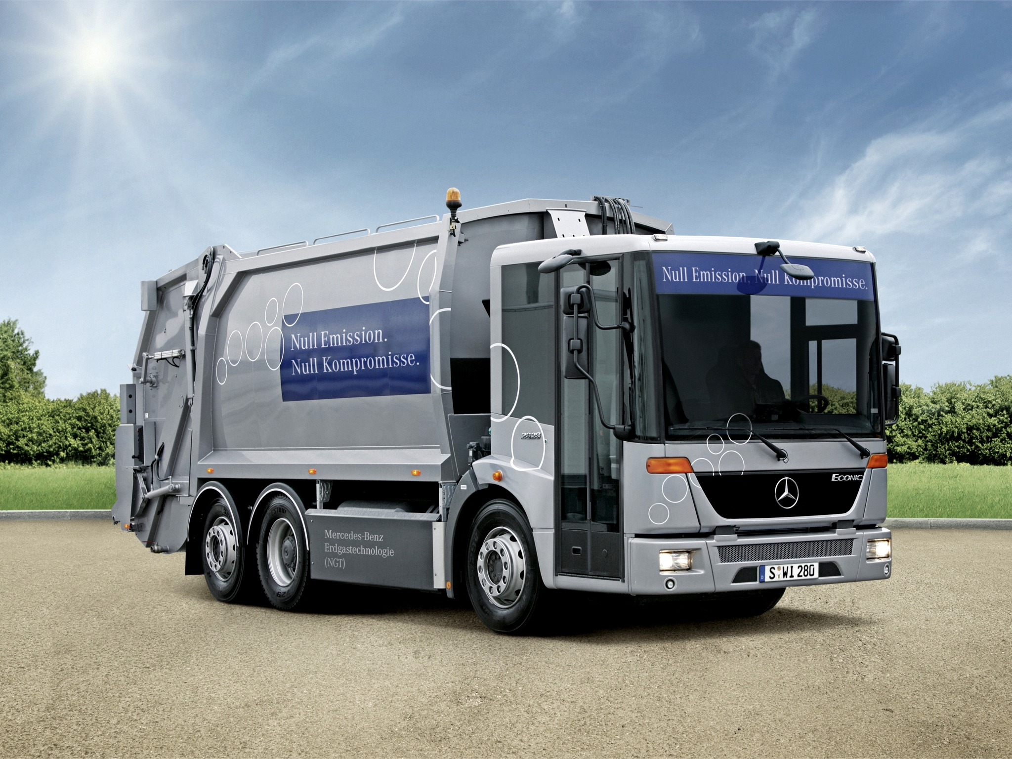 Mercedes-benz econic photo - 6