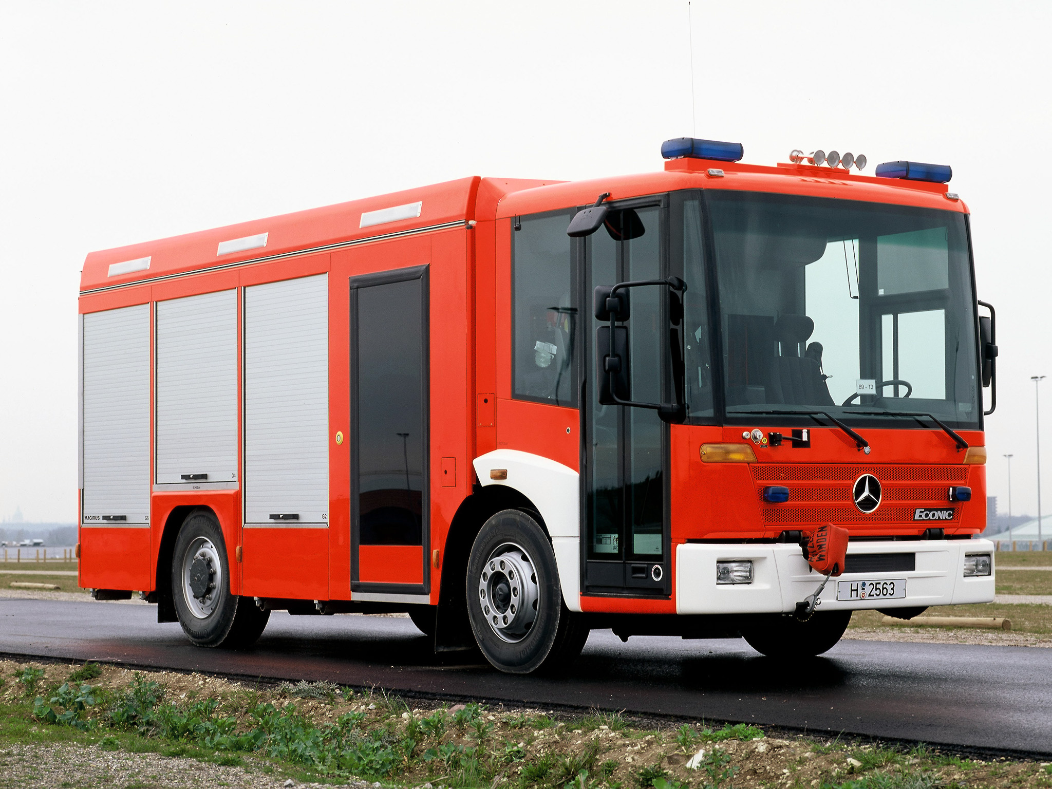 Mercedes-benz econic photo - 9