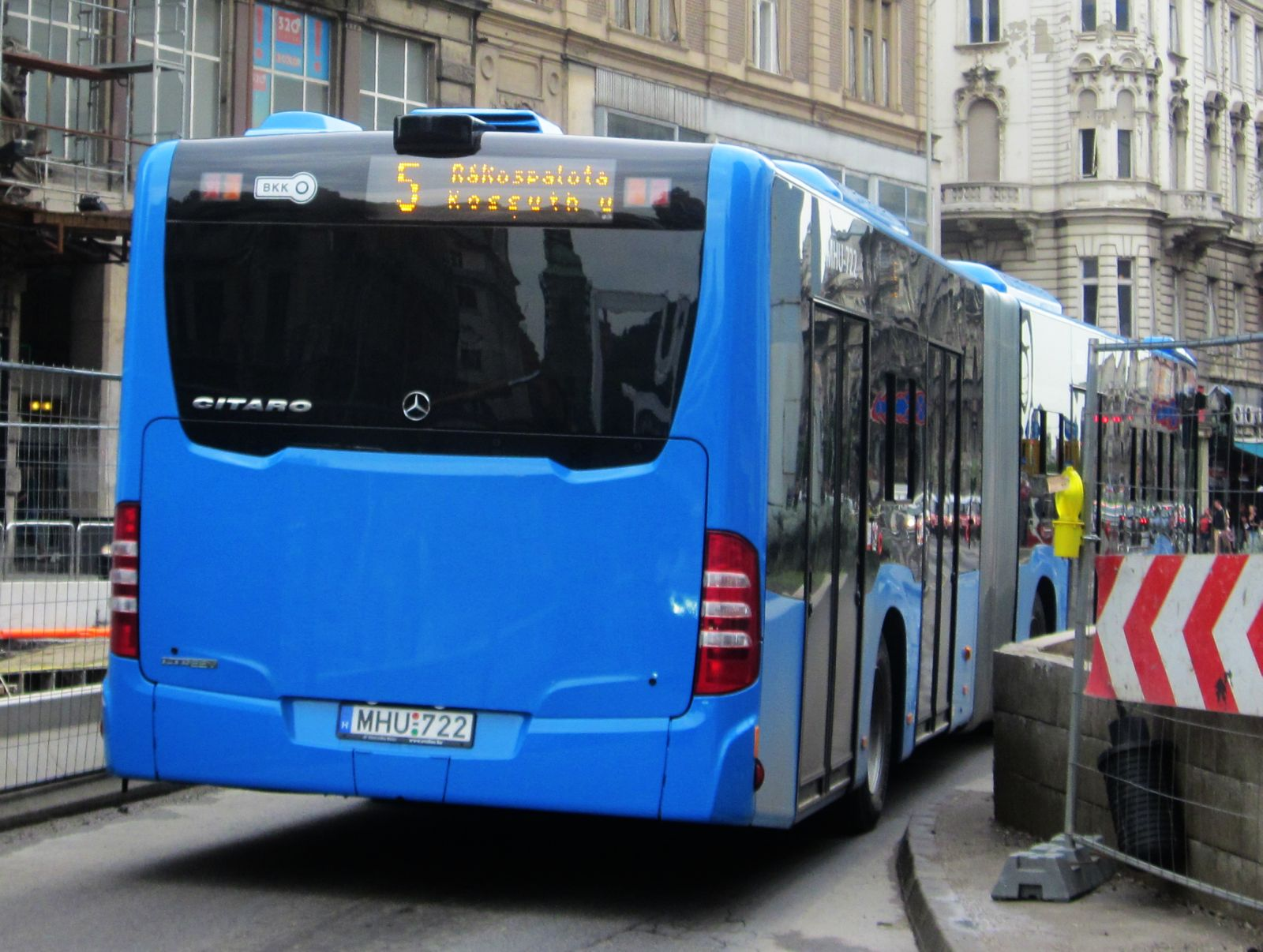 Mercedes-benz o530 photo - 2