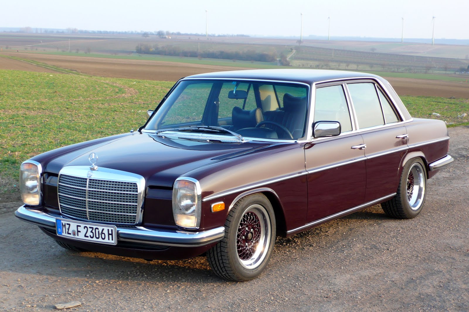 Mercedes-benz w115 photo - 1