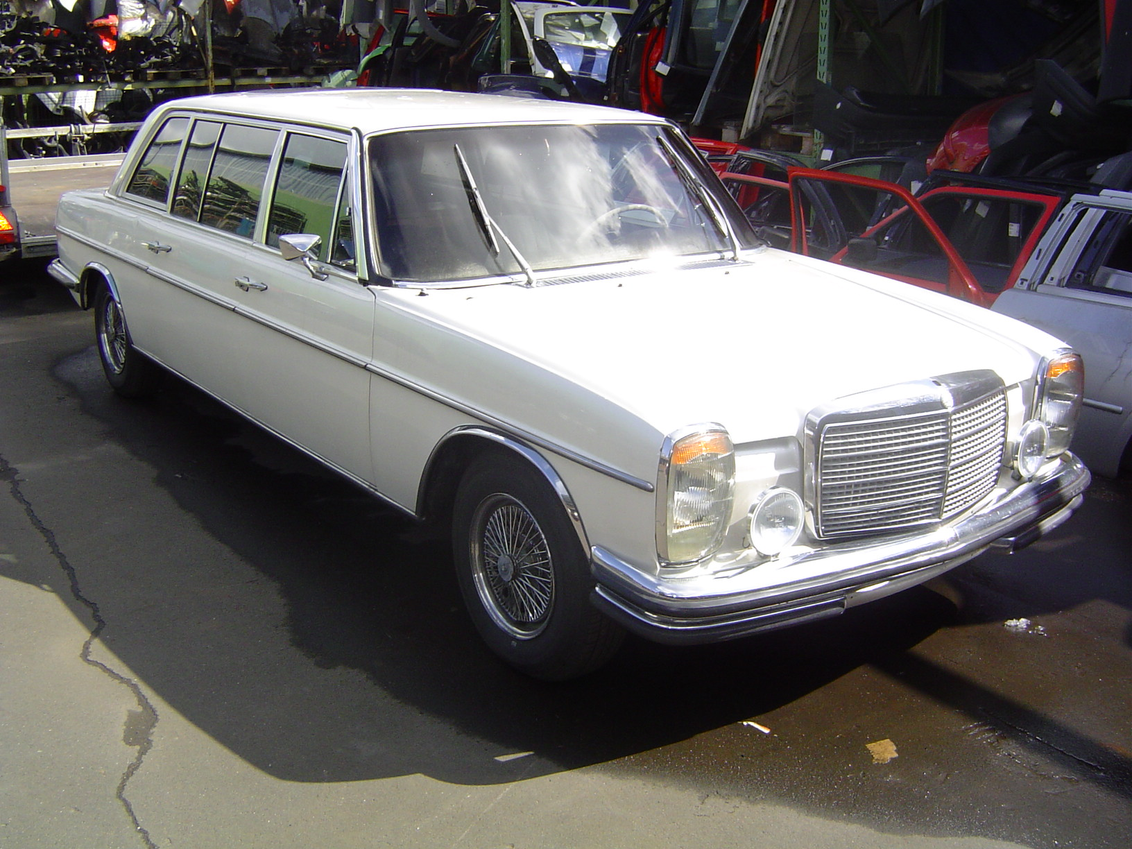 Mercedes-benz w115 photo - 6