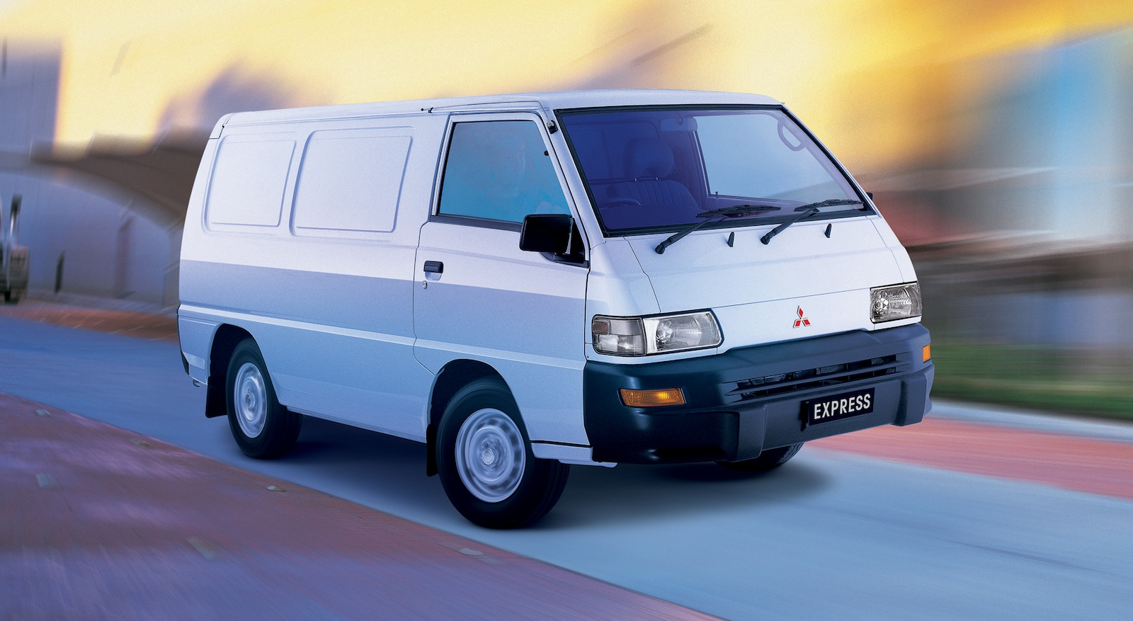 Mitsubishi express photo - 3