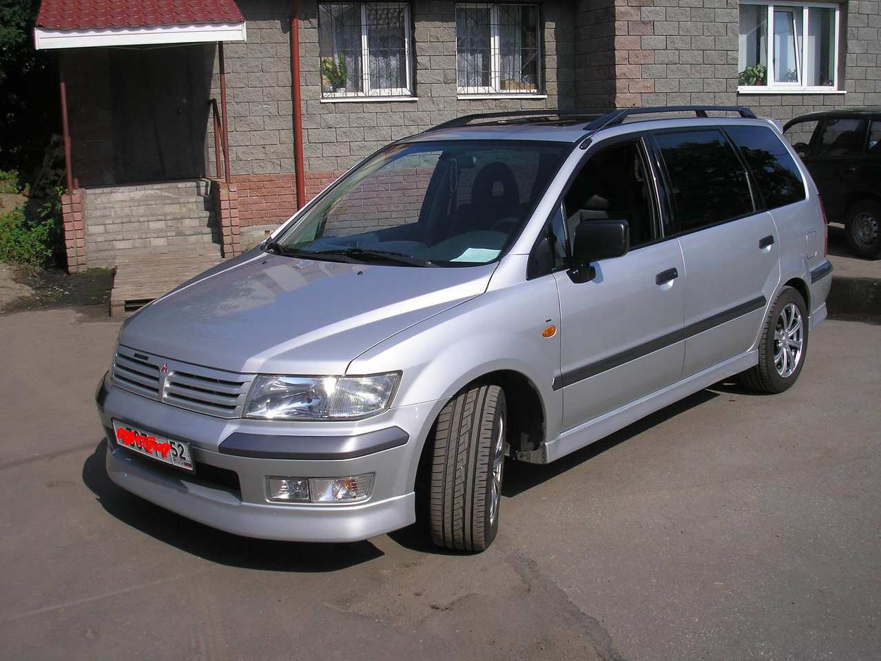 Mitsubishi spacewagon photo - 2