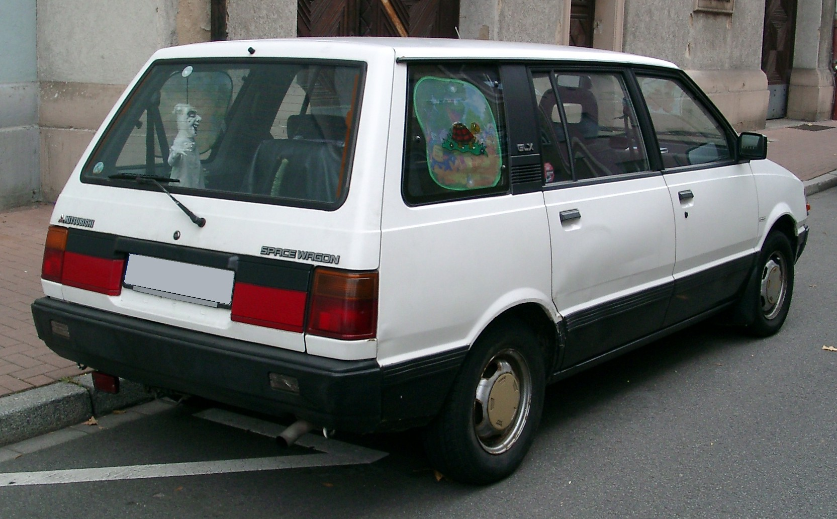 Mitsubishi spacewagon photo - 3