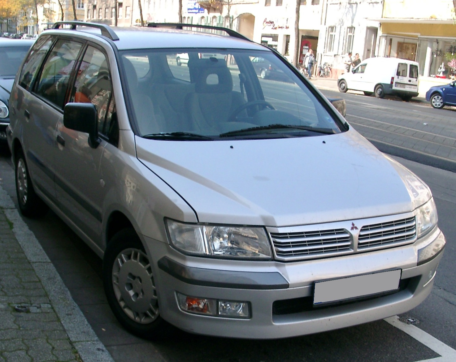 Mitsubishi spacewagon photo - 5