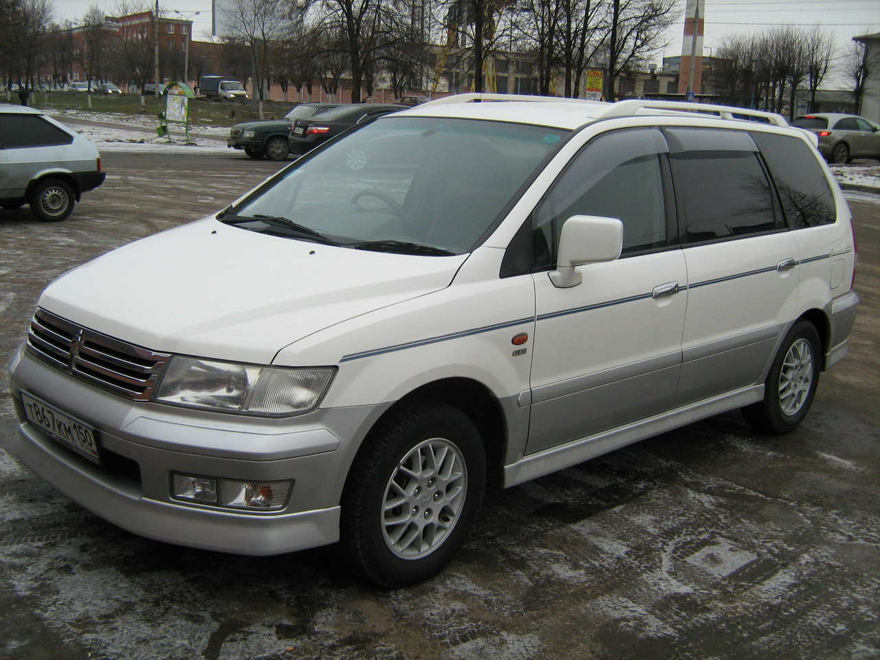 Mitsubishi spacewagon photo - 6