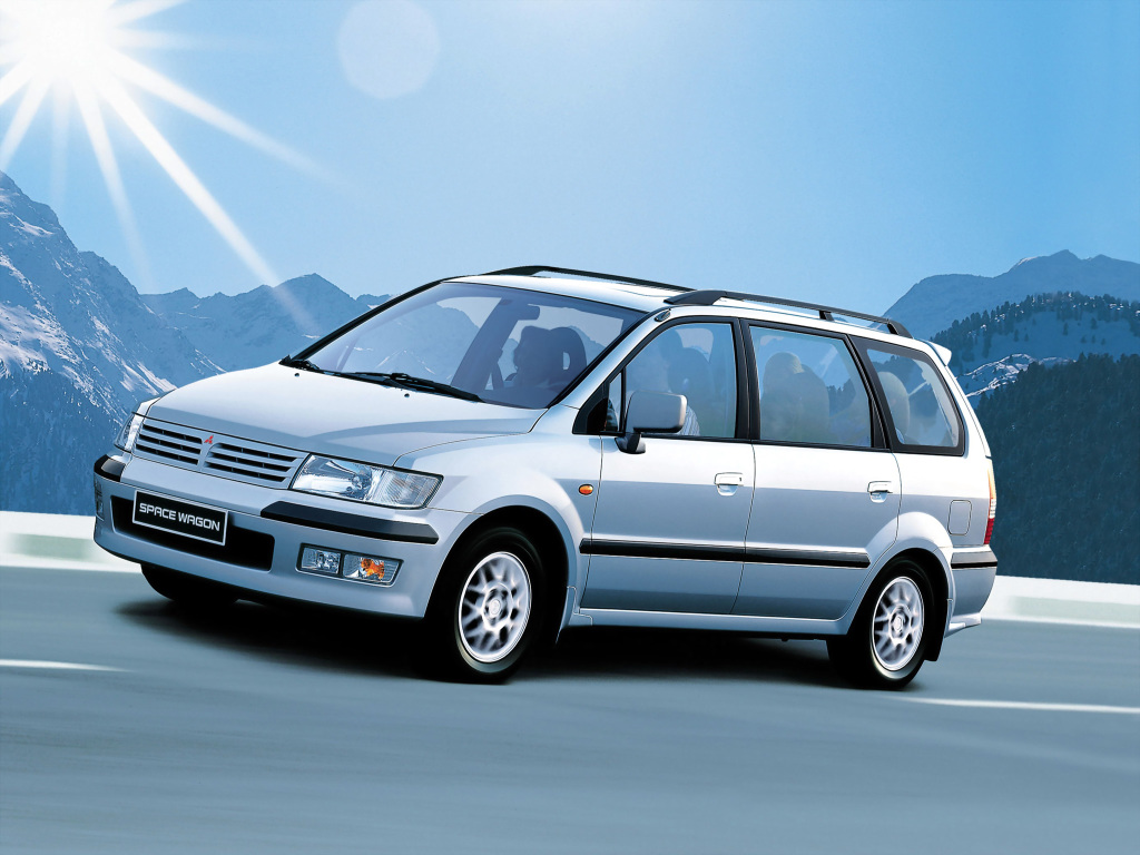 Mitsubishi spacewagon photo - 8