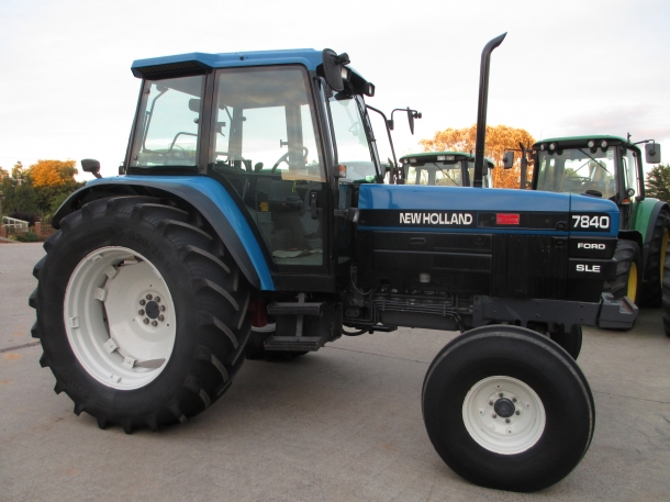 New holland 7840 photo - 7