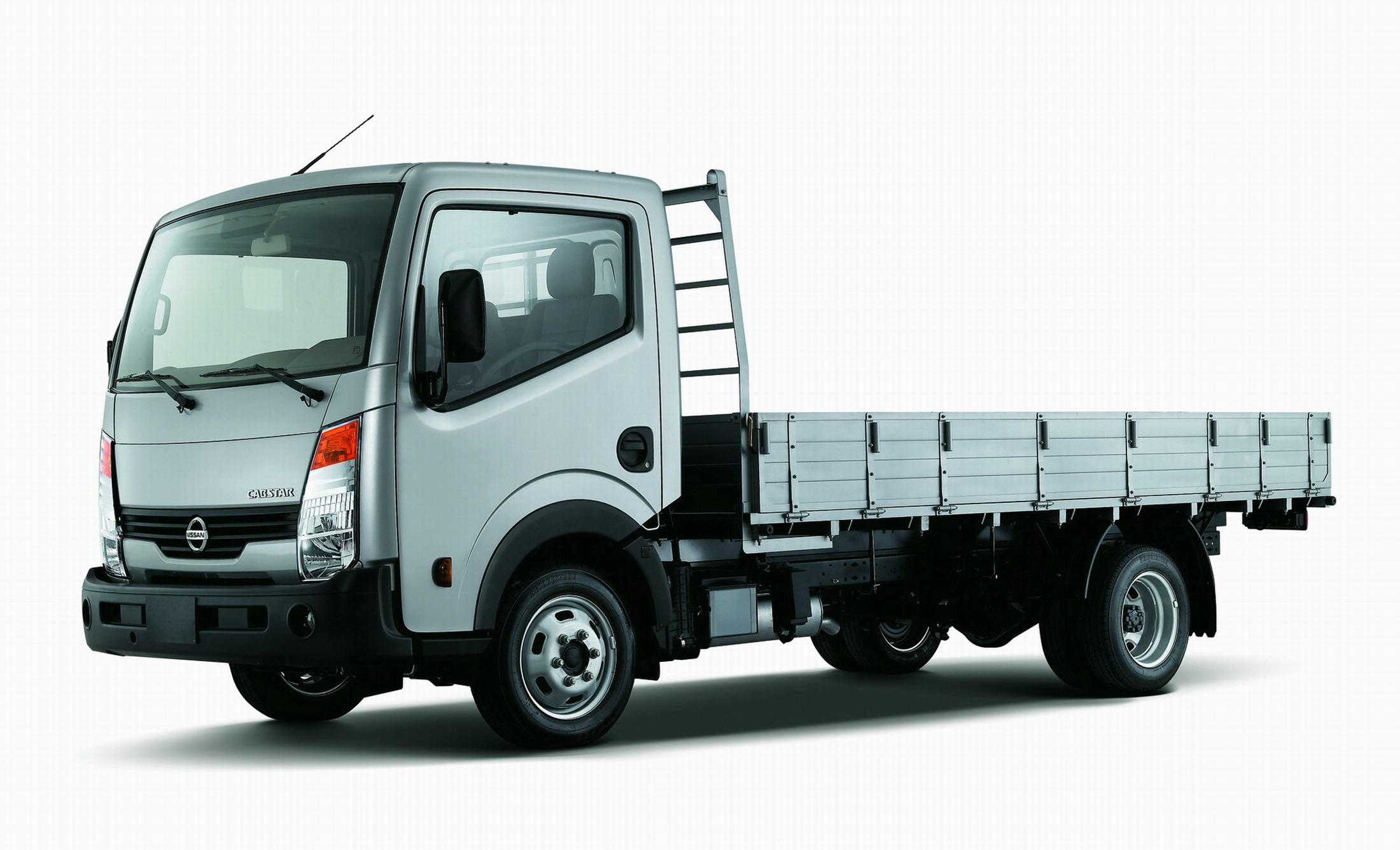 Nissan cabster photo - 3