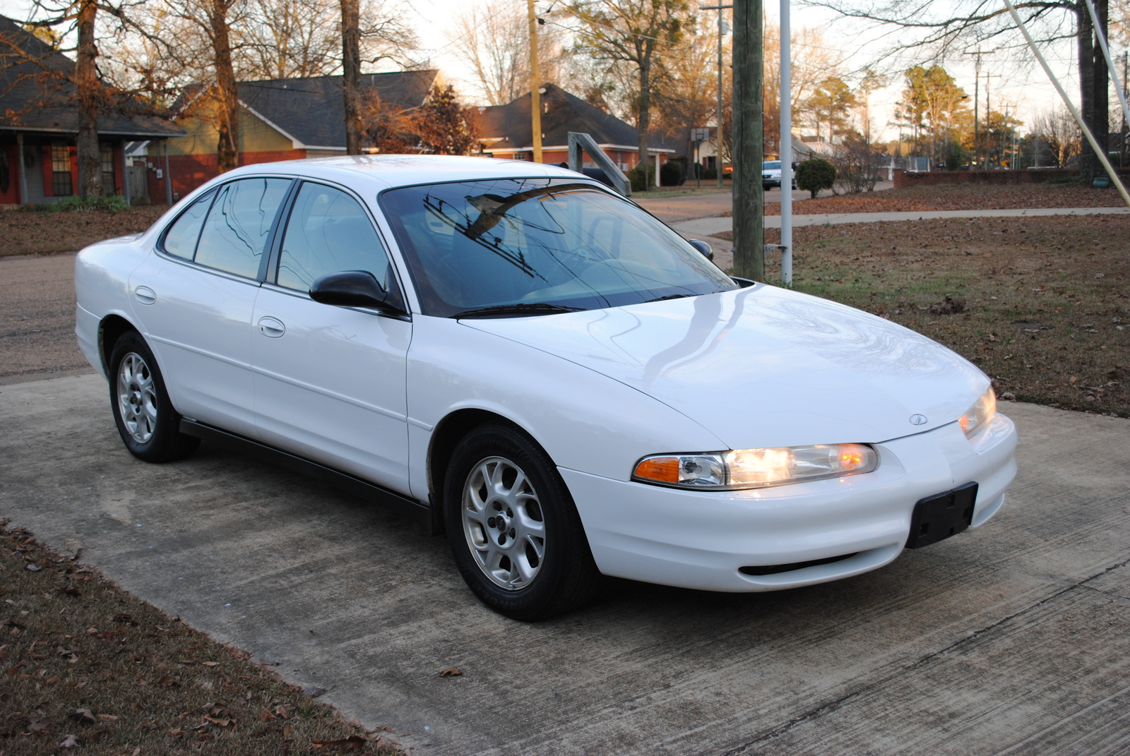 Oldsmobile intrigue photo - 1