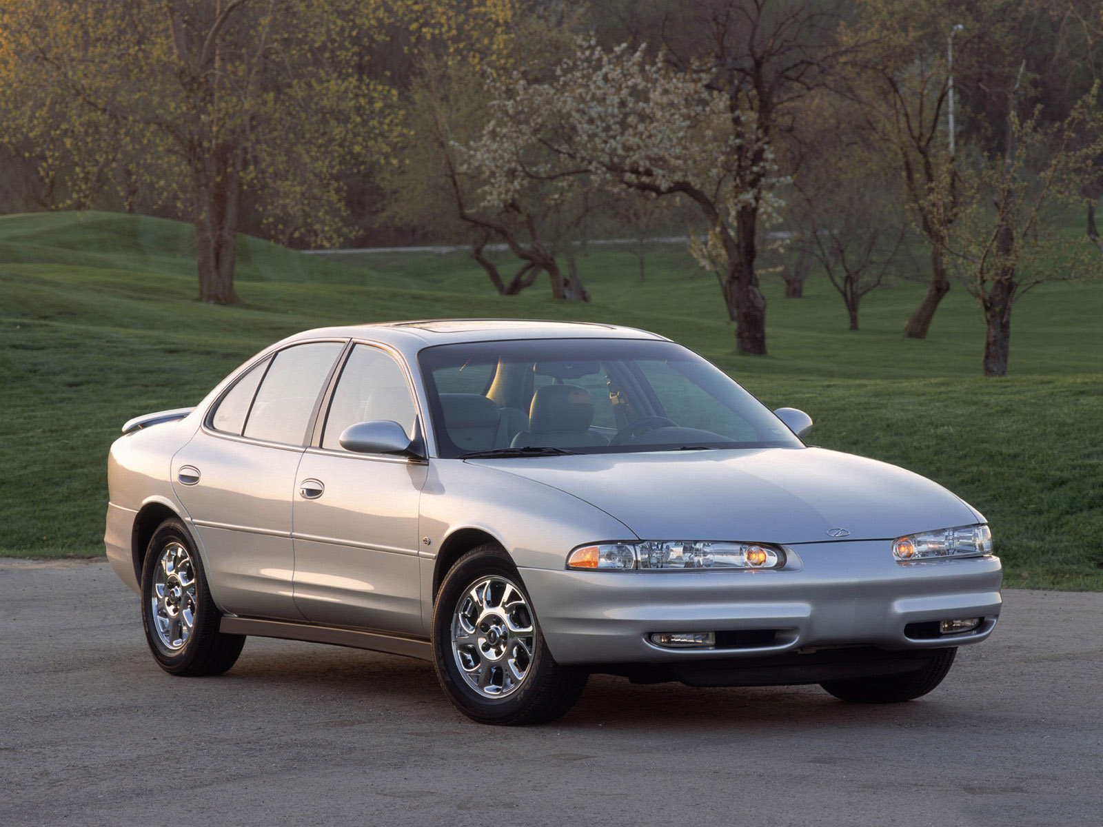 Oldsmobile intrigue photo - 2