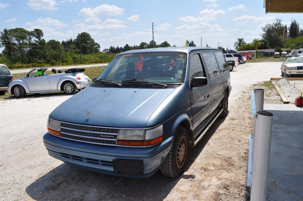 Plymouth voyager photo - 9