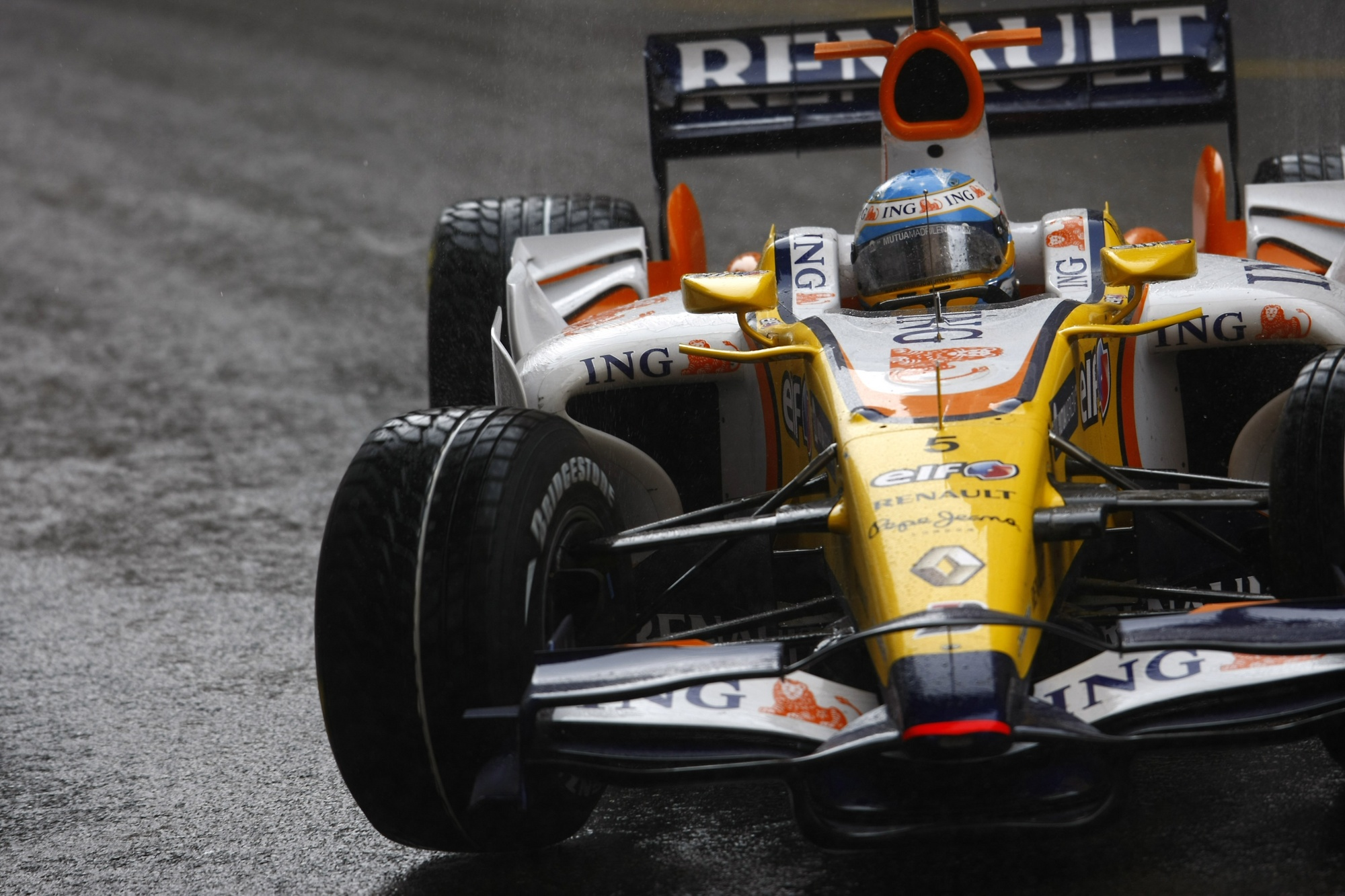 Renault r28 photo - 3