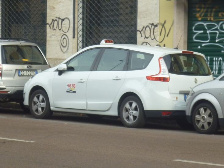 Renault taxi photo - 6