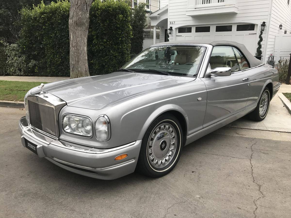 Rolls royce corniche photo - 4