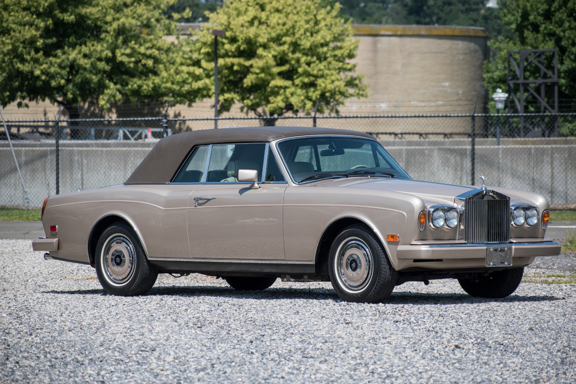 Rolls royce corniche photo - 6