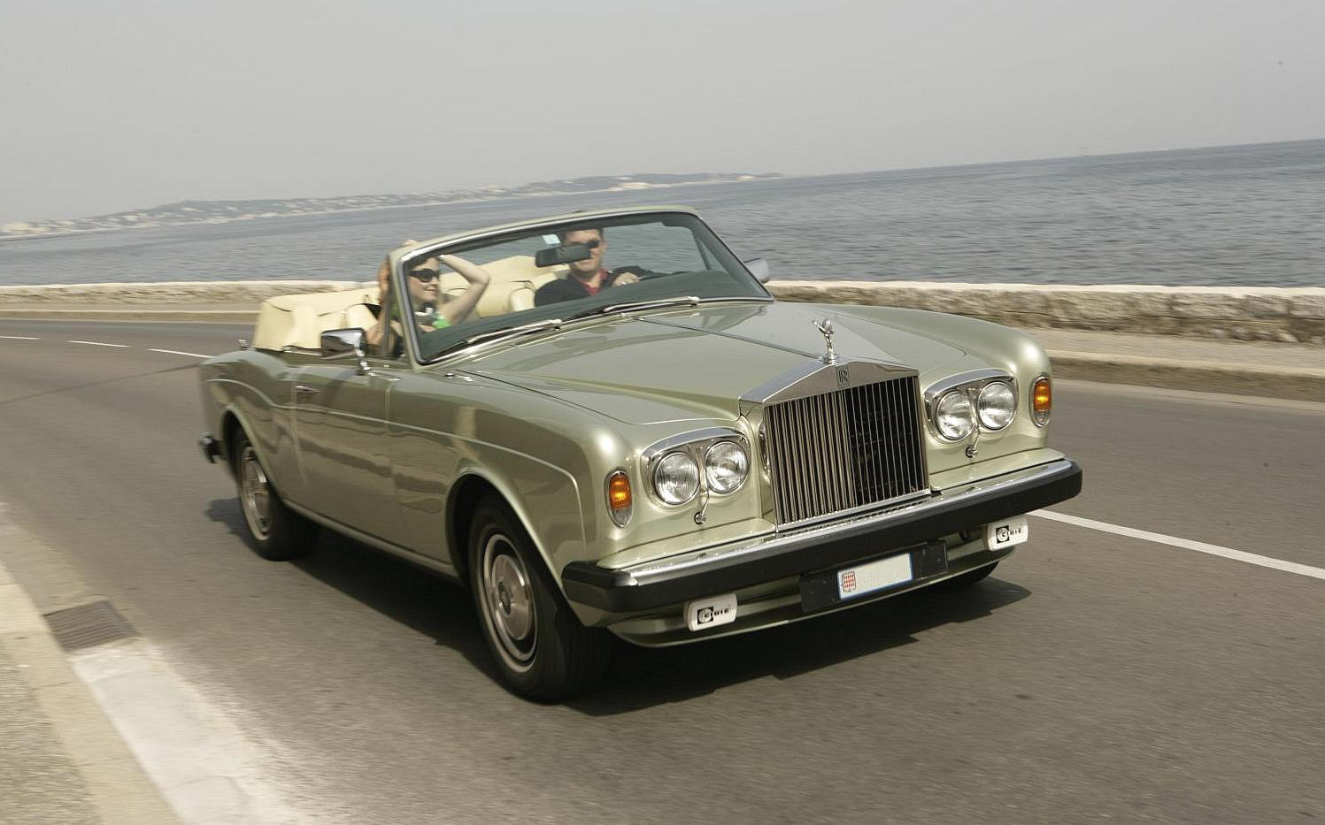 Rolls royce corniche photo - 7