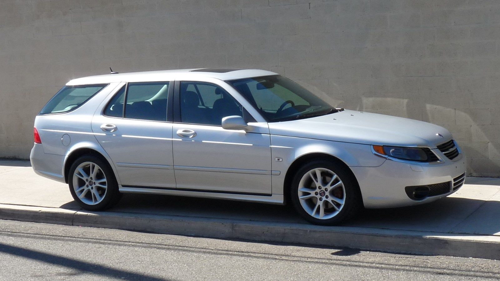 Saab wagon photo - 7
