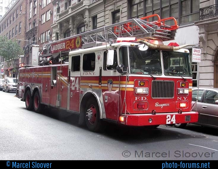 Seagrave ladder photo - 10