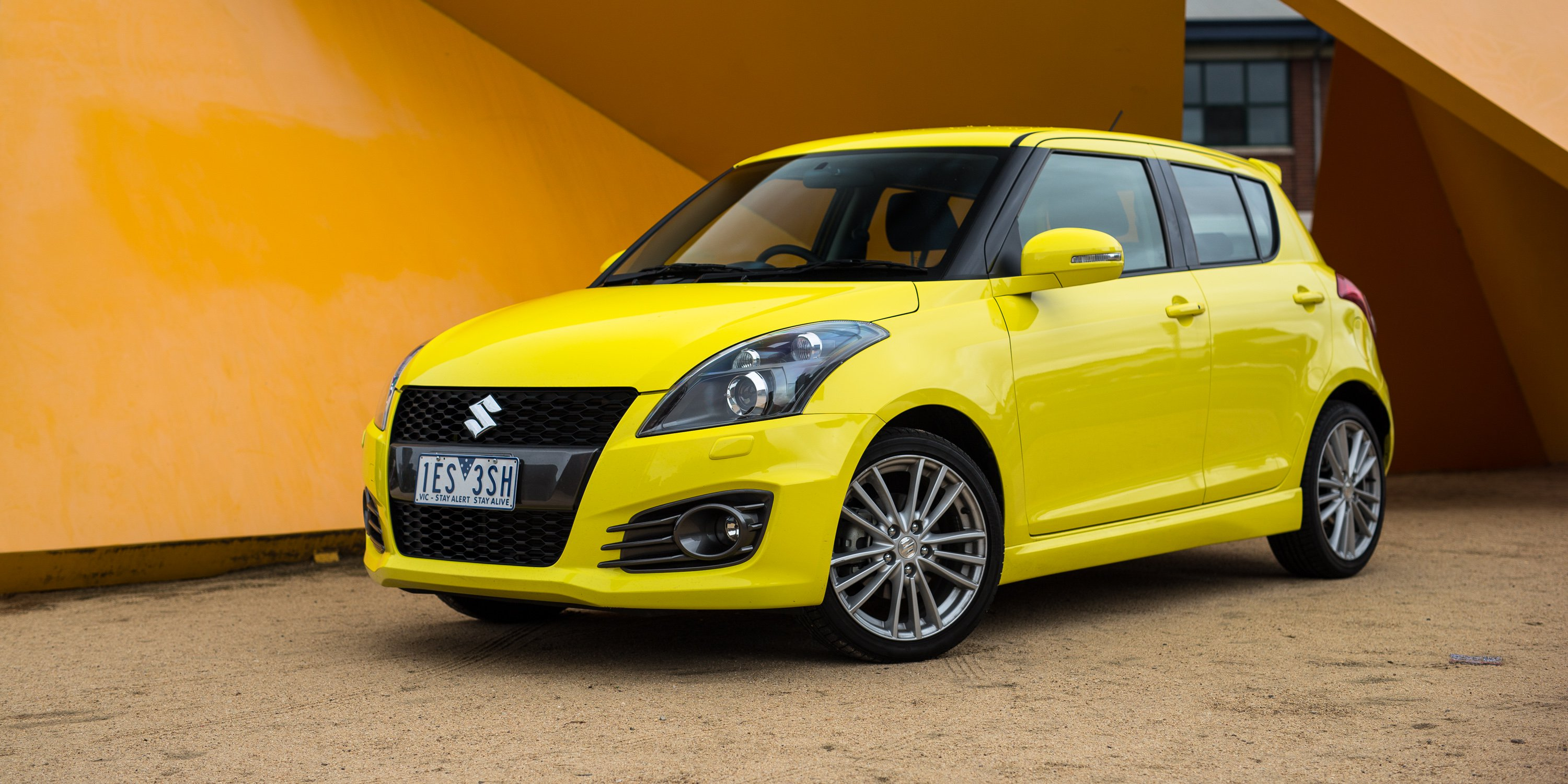 Suzuki swift photo - 4