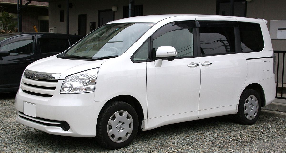 Toyota noah photo - 1