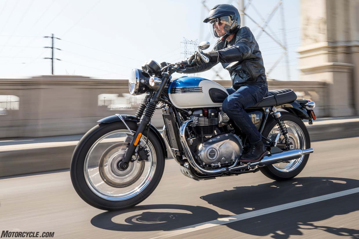 Triumph bonneville photo - 3