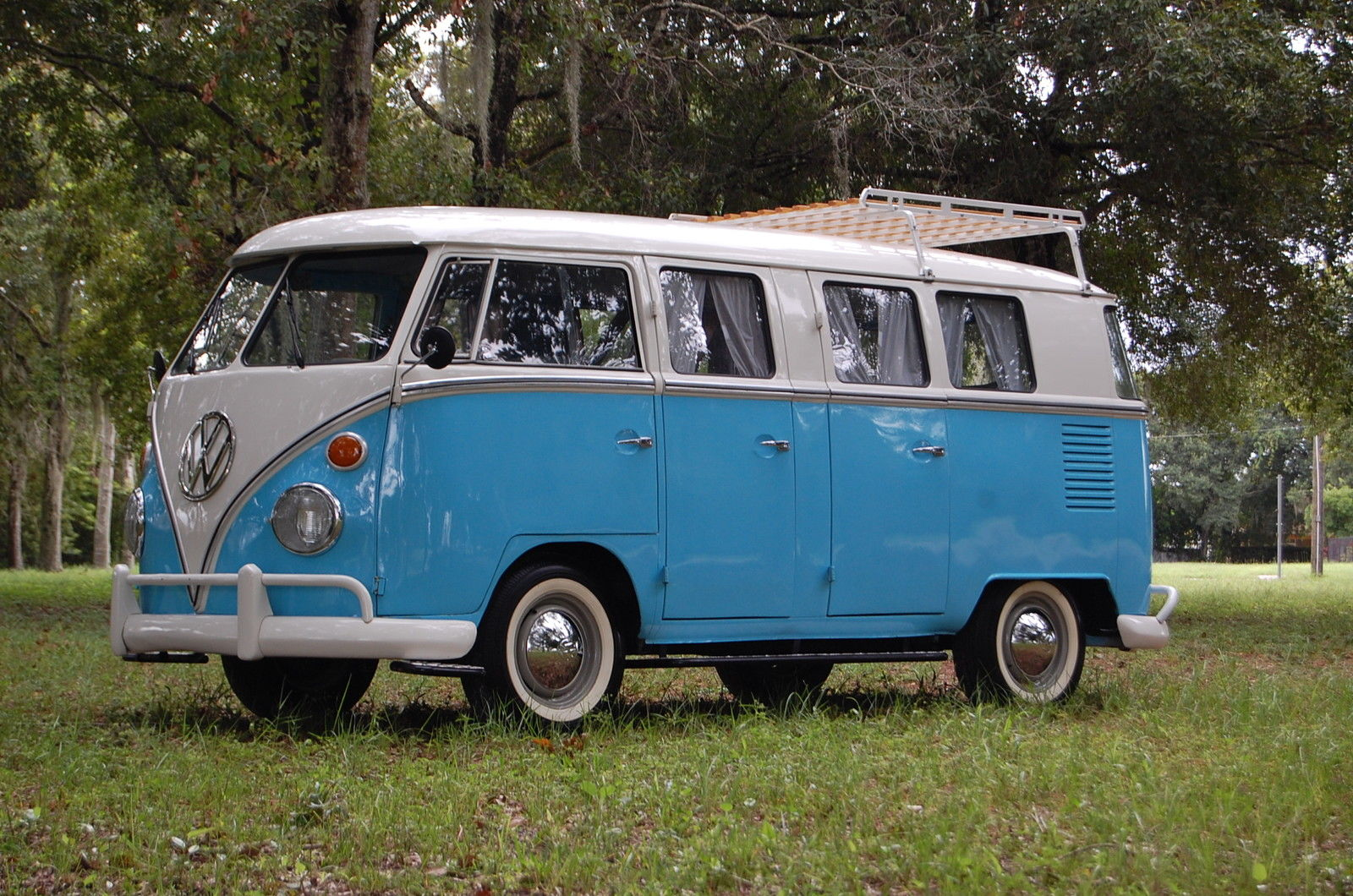 Volkswagen bus photo - 10