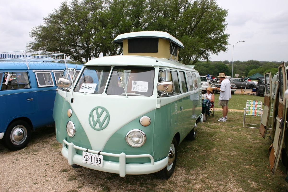 Volkswagen camper photo - 1
