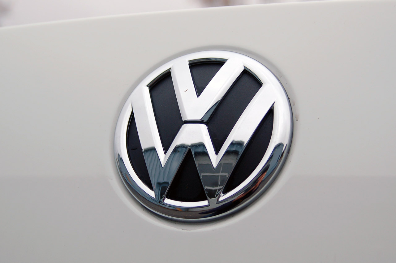 Volkswagen logo photo - 9