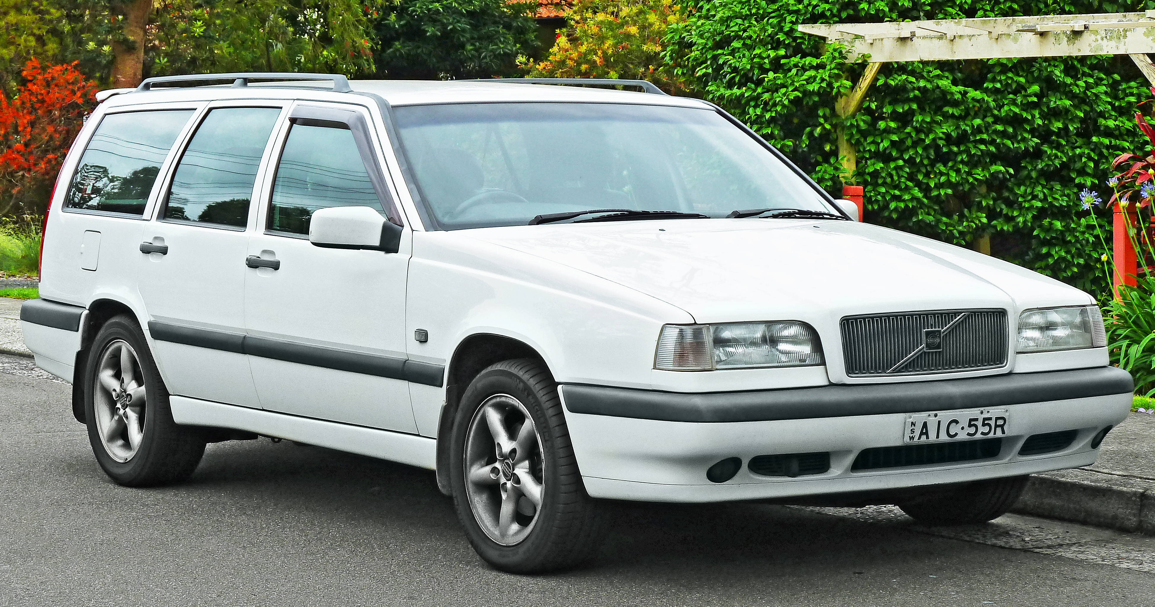 Volvo station-wagon photo - 10