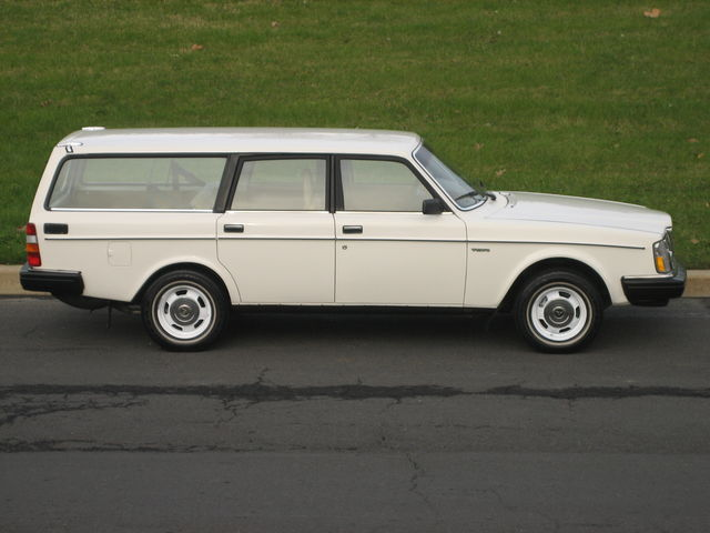 Volvo station-wagon photo - 9
