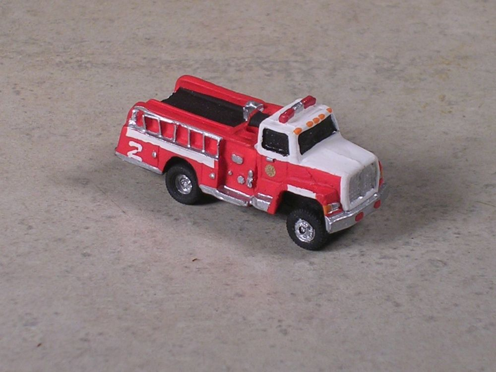 White pumper photo - 4