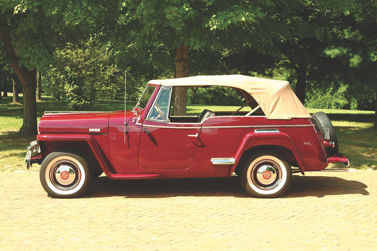 Willys jeepster photo - 10
