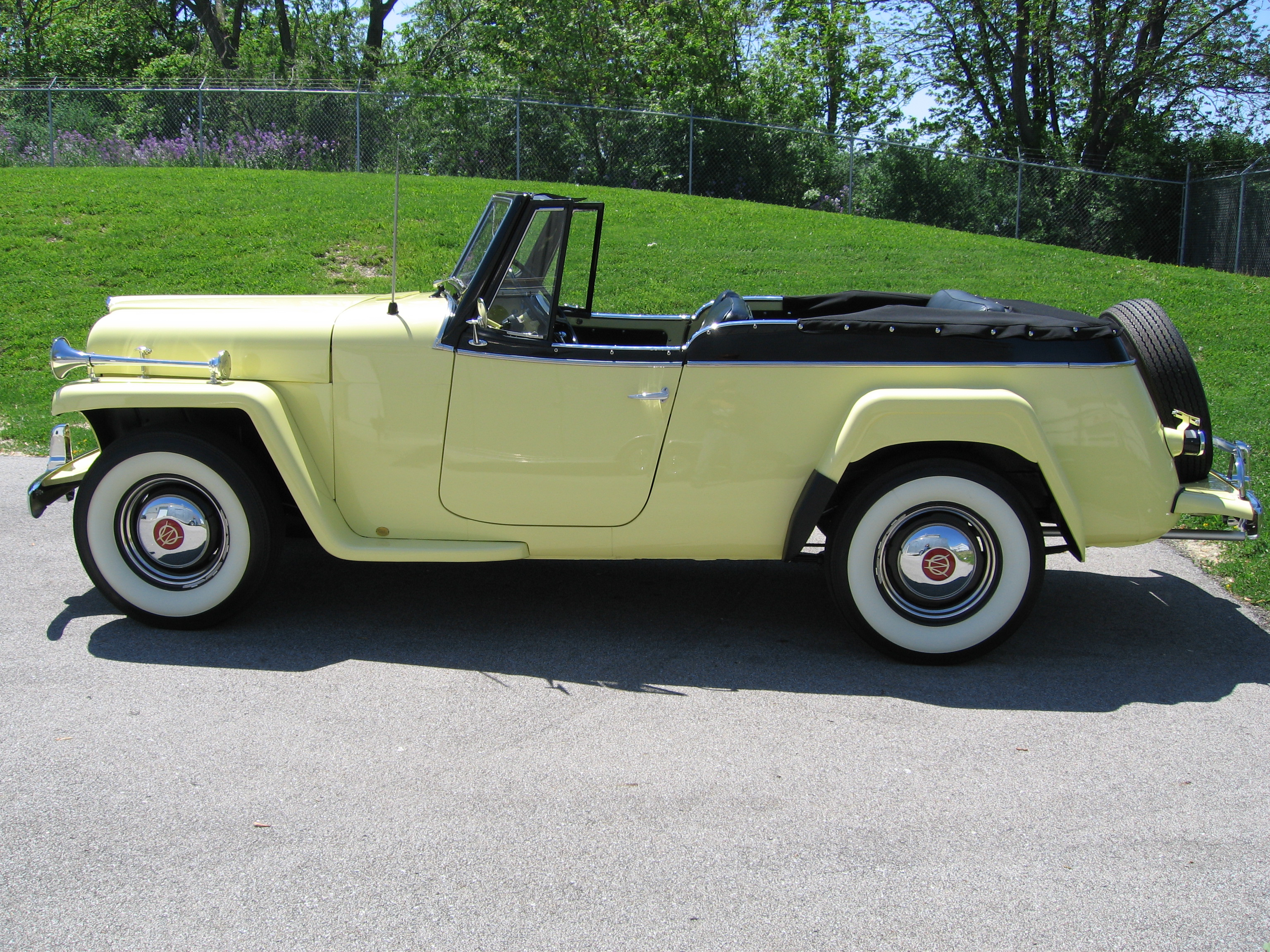 Willys jeepster photo - 6